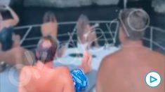 Óscar Puente toma el sol en la proa del yate