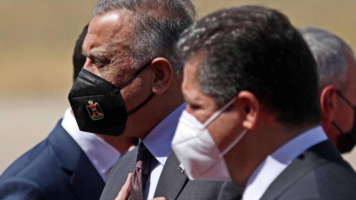 El primer ministro iraquí, Mustafa al-Kazemi con mascarilla negra.
