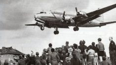 El 30 de septiembre de 1949 finaliza el Puente Aéreo de Berlín