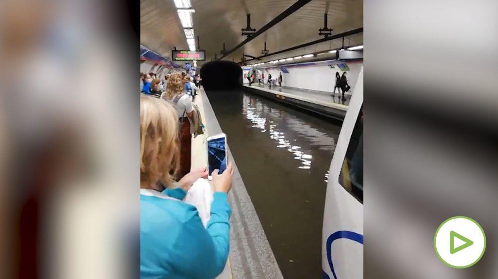 La lluvia y las inuncadiones cierran varias íneas del Metro de Madrid