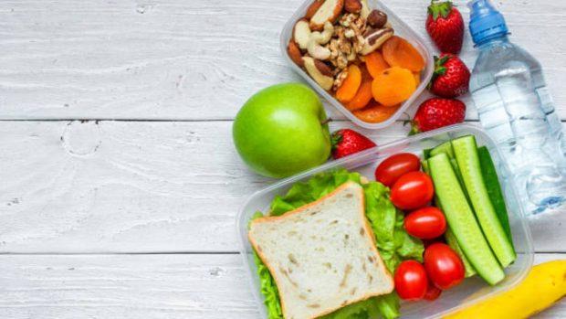 Los alimentos que ayudan al desarrollo del cerebro de los niños y adolescentes