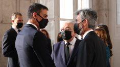 Pedro Sánchez charla con el presidente del Tribunal Supremo y del Consejo General del Poder Judicial, Carlos Lesmes.