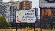 Boicot al cartel de Vox en Sevilla.