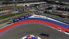Lewis Hamilton en los entrenamientos para el Gran Premio de Rusia. (AFP)