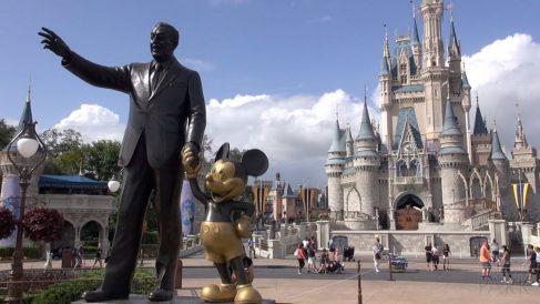 El 1 de octubre de 1971, Walt Disney World Resort abre en Orlando Florida