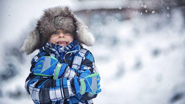 Cómo vestir a los niños para evitar que se resfríen cuando hace frío