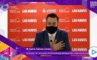 Un concejal de Valencia hace el ridículo al usar la mascarilla para simular que habla inglés