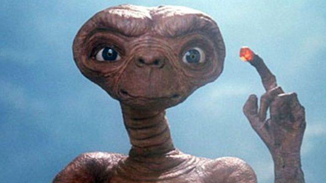 El aspecto de un hombre que se ha operado para convertirse en un extraterrestre