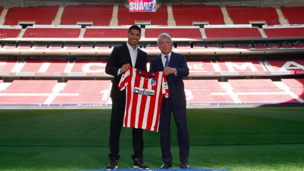 Luis Suárez posa con la camiseta del Atlético. (ClubAtleticodemadrid)