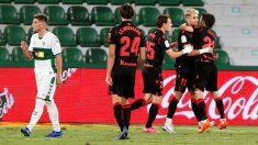 La Real Sociedad celebra un gol ante el Elche. (EFE)