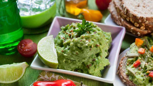 Tacos de cordero con cebollitas encurtidas y guacamole