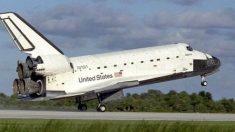 El 3 de octubre de 1985, es lanzado el transbordador espacial Atlantis
