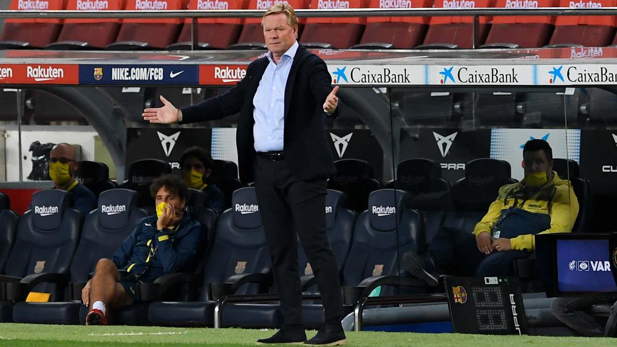 Koeman, durante el Barcelona-Villarreal. (AFP)