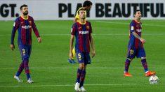 Messi, Busquets y Piqué miran al cielo en el Barcelona-Villarreal. (EFE)