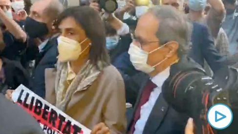 Los fanáticos de Torra desafían al virus y se apelotan para despedirle de la Generalitat