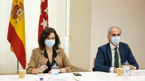 Ayuso junto al consejero de Sanidad, Enrique Ruiz Escudero. Foto: EP