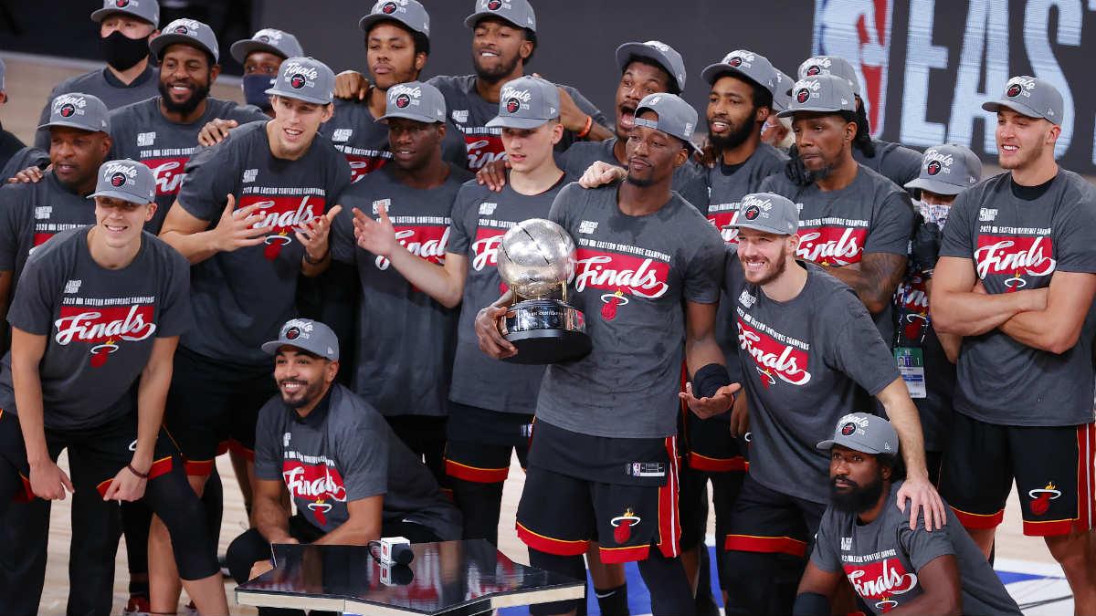Los jugadores de Miami celebran la victoria ante Boston en la final del Este en la NBA. (AFP)
