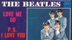 El 5 de octubre de 1962 The Beatles lanza el single «Love Me Do»