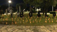 Banderas de España en El Boalo homenaje a los fallecidos por coronavirus.