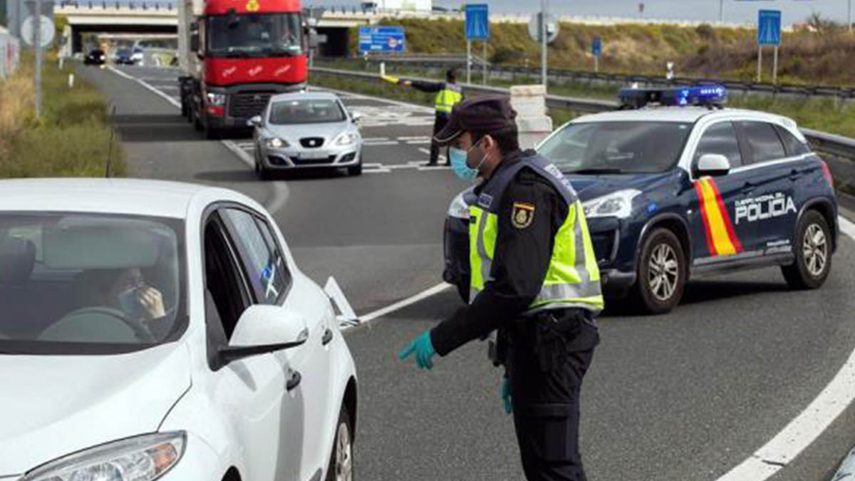La Policía Nacional controla las entradas y las salidas de la localidad burgalesa de Miranda de Ebro que permanecerá confinada hasta el próximo día 10 de octubre.