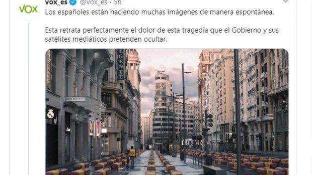 La Fiscalía tumba la querella del PSOE contra Vox por el tuit de los ataúdes en la Gran Vía