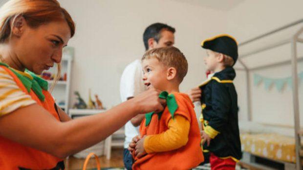 Cómo hacer un disfraz de calabaza de Halloween para los niños