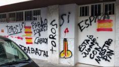 Sede de Podemos pintada.
