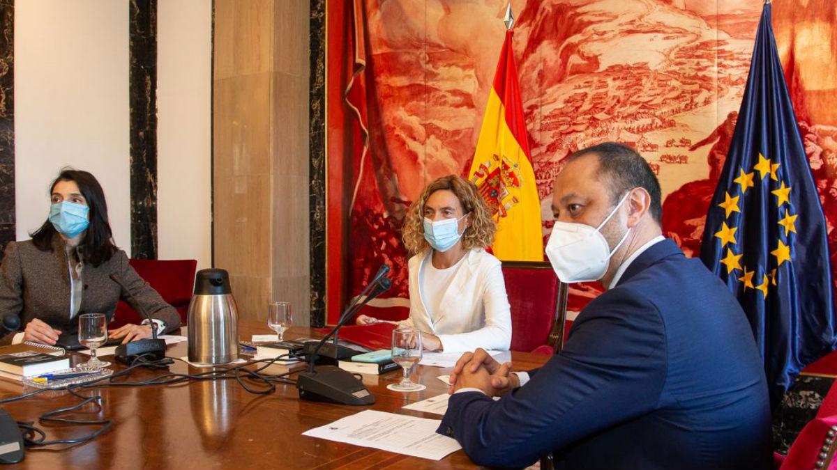 Batet, Llop y Gómez de Celis en la reunión Congreso-Senado para aprobar el nuevo Código de Conducta. (Foto: Congreso)
