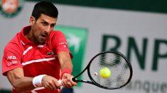 Novak Djokovic durante un partido en Roland Garros. (AFP)