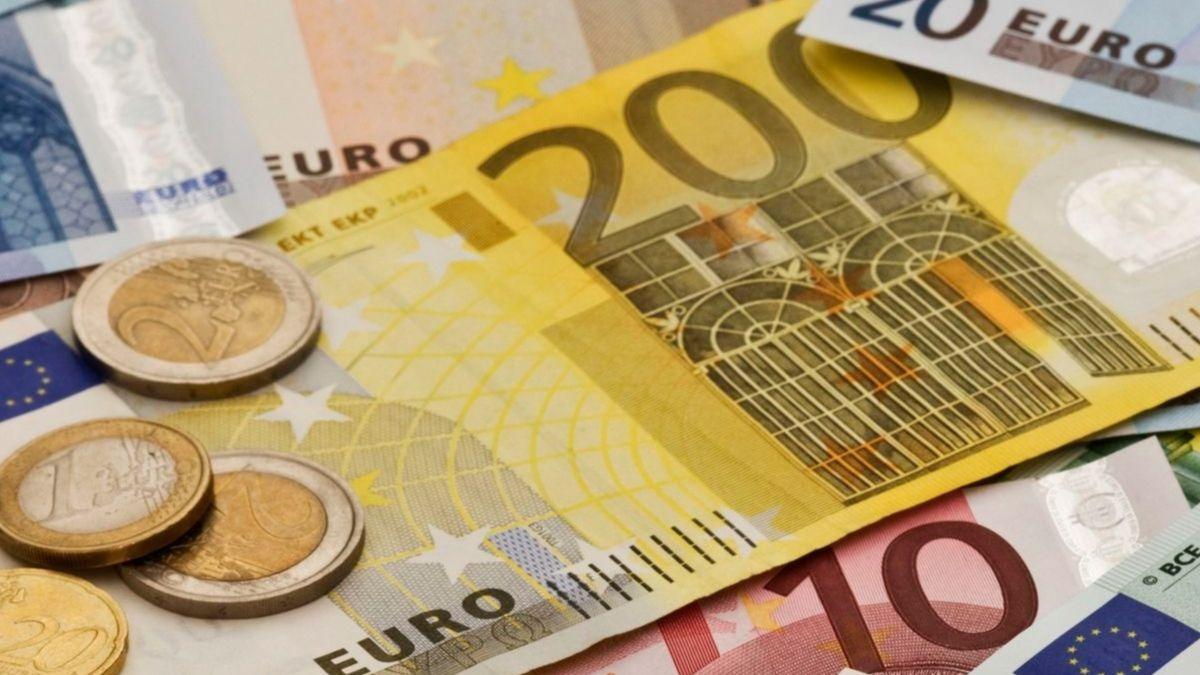 Euros en billetes y monedas.