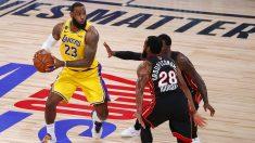 LeBron, ante Iguodala en las Finales de la NBA. (Getty)