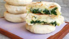 panecillos de queso y espinacas