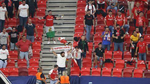 Aficionados del Sevilla en la final de la Supercopa de Europa. (Getty)