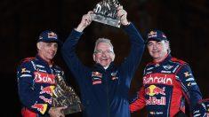 Lucas Cruz y Carlos Sainz celebran su victoria en el Dakar. (AFP)