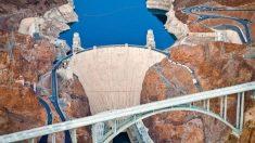 El 9 de octubre de 1936, la presa Hoover comienza a crear energía hidroeléctrica