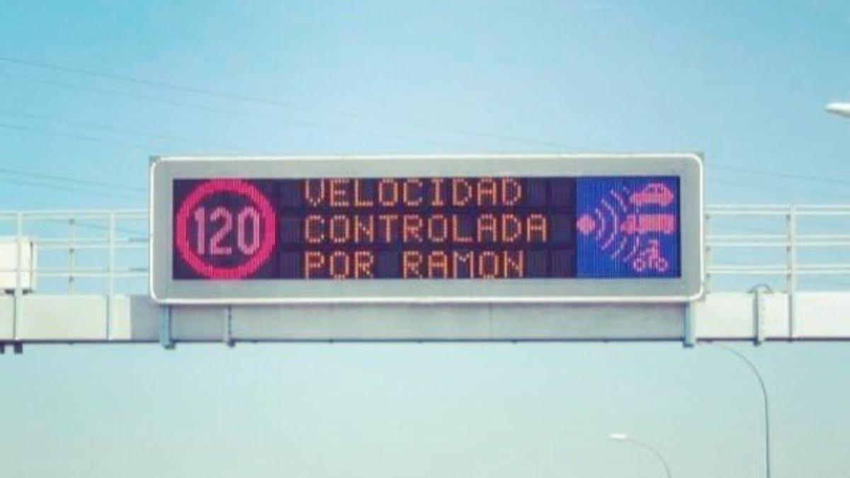 """Twitter: Un fallo en los paneles de las carreteras se vuelve viral: """"Velocidad controlada por Ramon"""""""