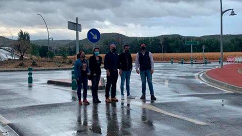 Varios representantes populares en su visita a Huétor Tájar.