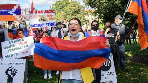 Manifestación contra el conflicto entre Armenia y Aerbaiyán por el conflicto de Nagorno-Karabak frente a la embajada turca en Washington.