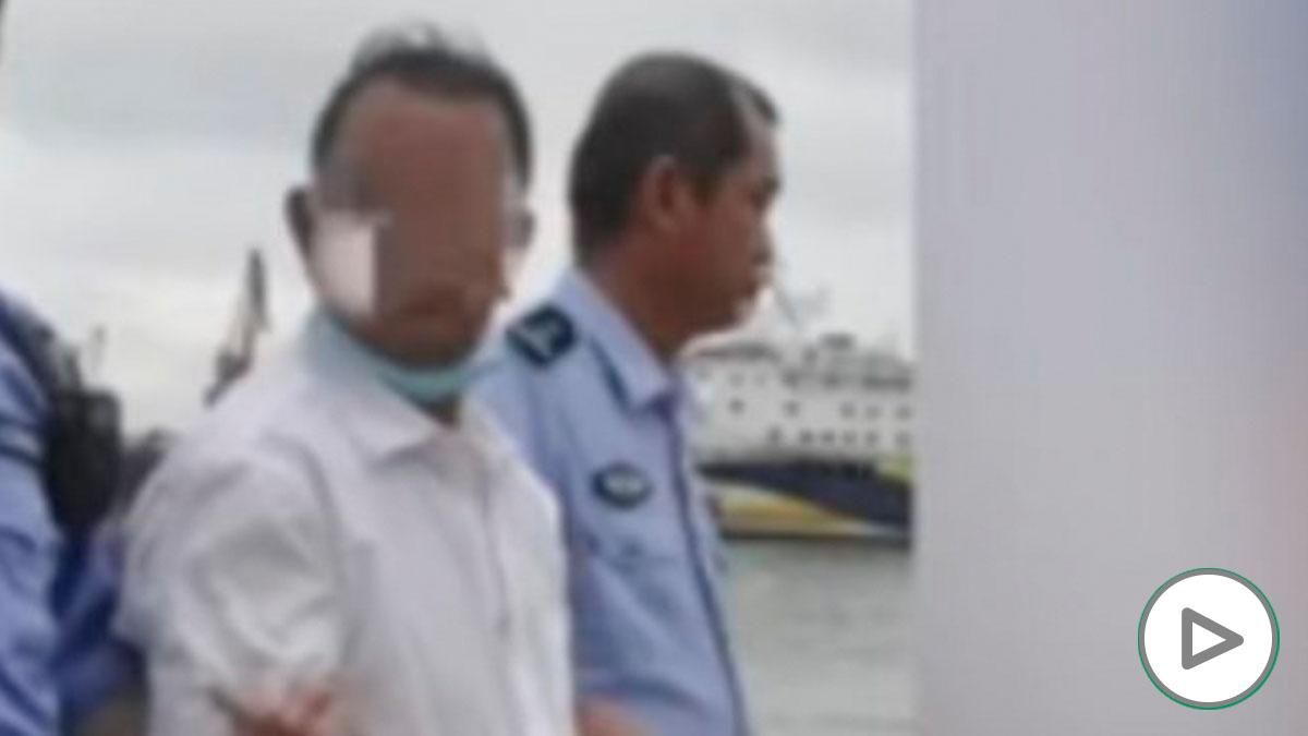 YouTube: Escalofriante vídeo de un padre que lanza a su hijo discapacitado al mar para cobrar el seguro