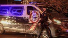 Una furgoneta de la Policía Nacional en un control en el Paseo de la Castellana de Madrid.