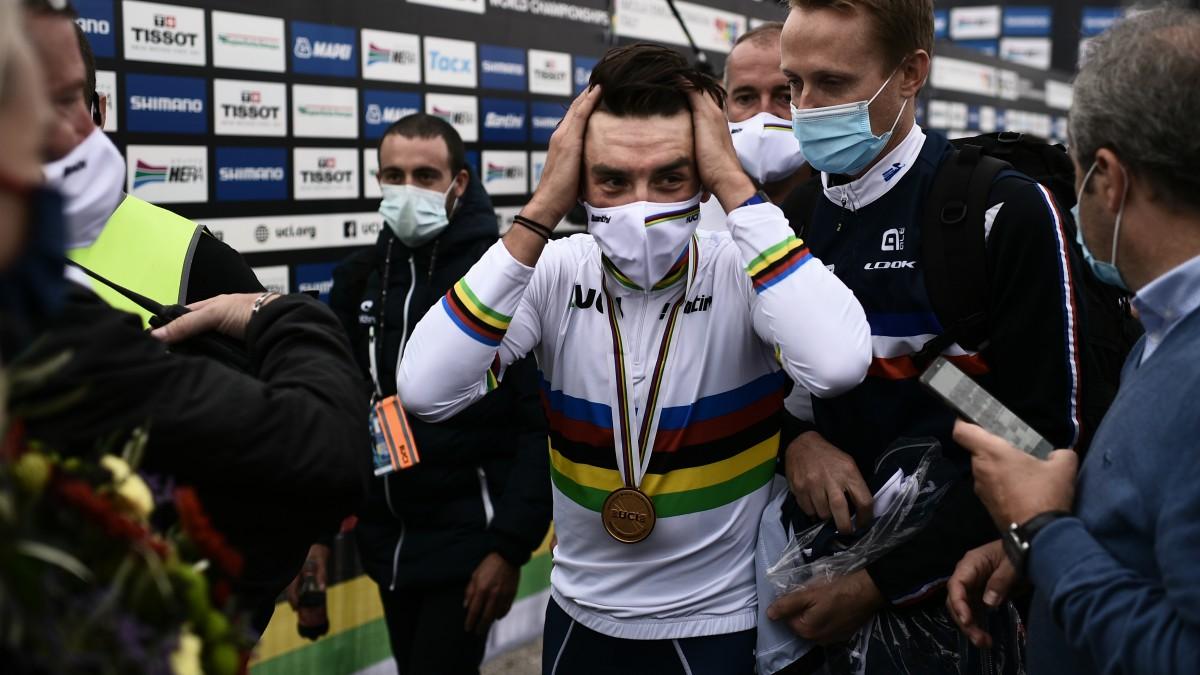 Alaphilippe, con el maillot de campeón del mundo. (AFP)
