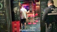 Bar precintado en Sevilla