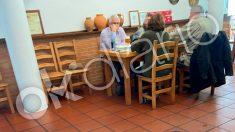 Baltasar Garzón y Dolores Delgado en un restaurante de Cáceres en pleno confinamiento de Madrid
