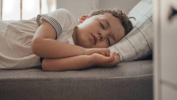 """¿Por qué los niños pequeños y los bebés duermen tanto"""""""