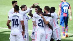 El Real Madrid celebra un gol ante el Levante. (AFP)