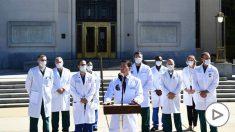El doctor Sean Conley al frente del equipo médico que atiende a Donald Trump.