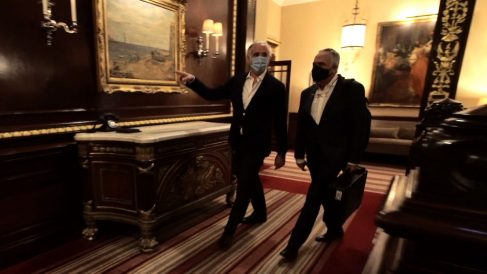 Eduardo Inda y Manuel Cerdán en el hotel Connaught, en el que se desarrolló la entrevista a Corinna.