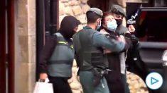 La Guardia Civil detiene a tres etarras responsables de un zulo de explosivos localizado en 2019 en Álava.