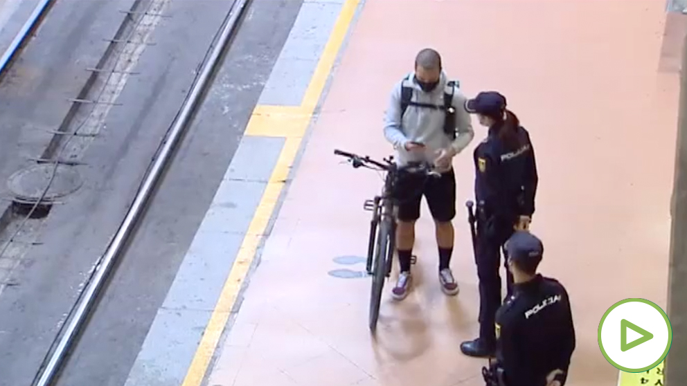 Controles informativos en la estación de Atocha de Madrid