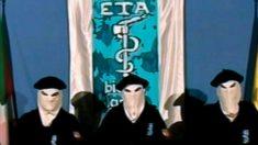 Terroristas de ETA en el anuncio del cese de la actividad armada, en octubre de 2011.
